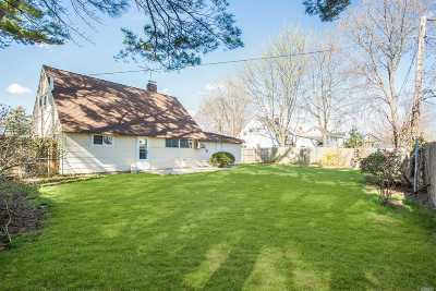 Levittown Single Family Home For Sale: 57 Sprucewood Dr