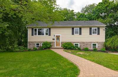 Smithtown Single Family Home For Sale: 26 Hanover Pl