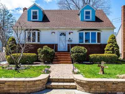 Port Washington Single Family Home For Sale: 55 Kirkwood Rd