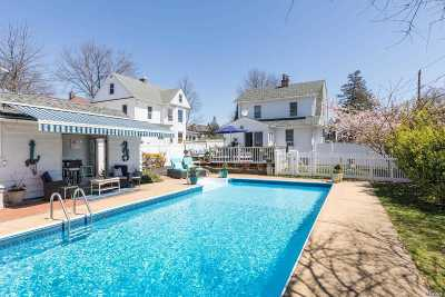 Lynbrook Single Family Home For Sale: 321 Earle Ave