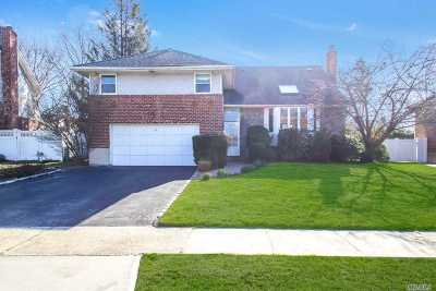 Syosset Single Family Home For Sale: 63 Pickwick Drive N
