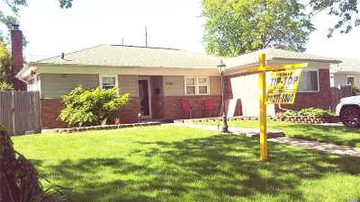 Hewlett Single Family Home For Sale: 1536 Kew Ave Ave