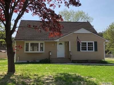 Center Moriches Single Family Home For Sale: 50 Cozine Rd