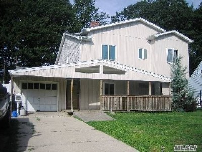 Levittown Single Family Home For Sale: 114 Greenbelt Ln