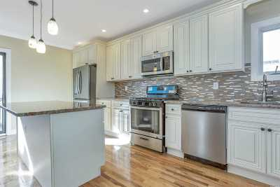Single Family Home For Sale: 266 Bayview Ave