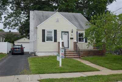 N. Bellmore Single Family Home For Sale: 33 Croydon Dr