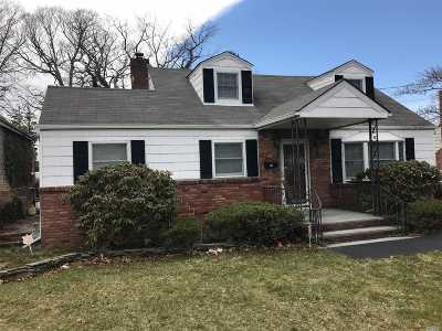 Lake Ronkonkoma Single Family Home For Sale: 6 Wyant Ave
