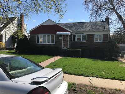 East Meadow Single Family Home For Sale: 148 Carol Rd