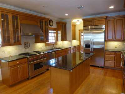 Huntington NY Single Family Home For Sale: $878,800