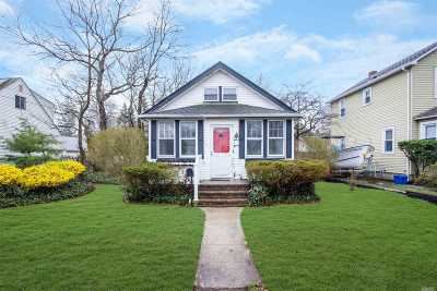 Huntington Sta NY Single Family Home For Sale: $239,900