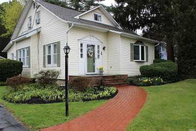 Huntington Single Family Home For Sale: 28 Garden Ct