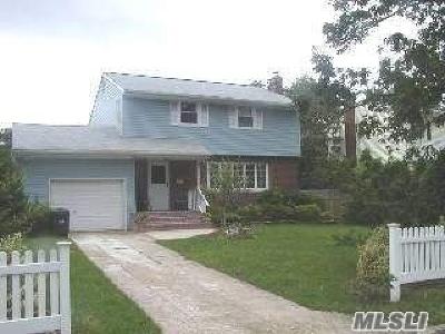 Centereach Single Family Home For Sale: 6 Bowdoin Rd