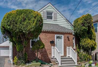 Mineola Single Family Home For Sale: 62 Albertson Pl