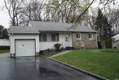 Smithtown Single Family Home For Sale: 159 Saint Nicholas Ave