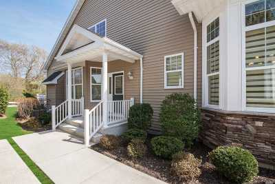 Medford Condo/Townhouse For Sale: 93 Pacific Dunes Ct
