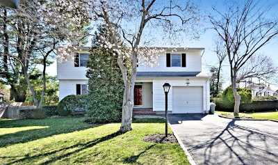 Smithtown Single Family Home For Sale: 50 Sherbrooke Dr