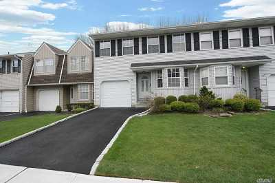 Jericho Condo/Townhouse For Sale: 26 Manors Dr