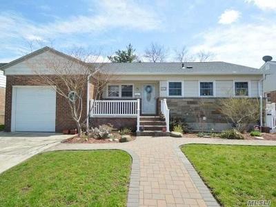 Lynbrook Single Family Home For Sale: 303 Peninsula Blvd