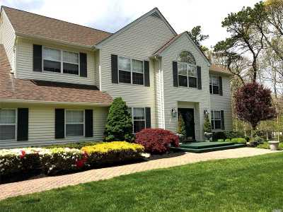 Manorville Single Family Home For Sale: 26 Manor Hills Dr