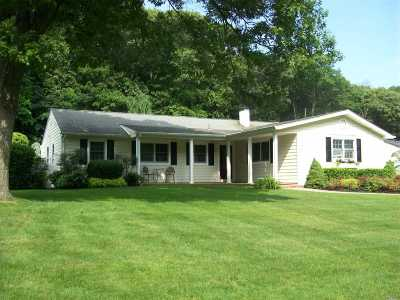 Smithtown Single Family Home For Sale: 59 Derby Pl