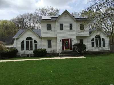 Huntington Single Family Home For Sale: 214 Little Plains Rd