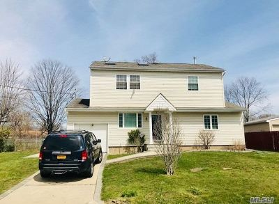 Bay Shore Single Family Home For Sale: 1681 Westwood Blvd