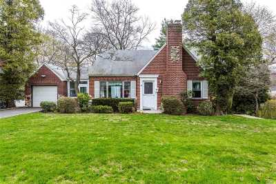 Huntington Single Family Home For Sale: 24 Crestwood Dr