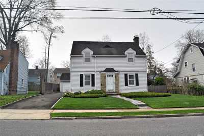 Westbury Single Family Home For Sale: 350 Winthrop St