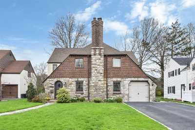 Garden City Single Family Home For Sale: 75 Huntington Rd