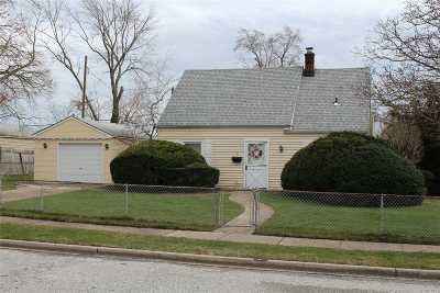 Levittown Single Family Home For Sale: 2 Book Ln