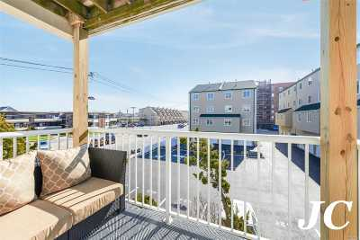 Long Beach Condo/Townhouse For Sale: 456 Oceanfront St #Lower