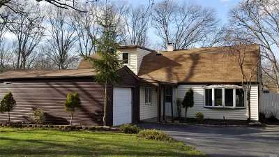 Farmingville Single Family Home For Sale: 5 Radburn Dr