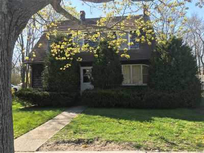 East Moriches Single Family Home For Sale: 498 E Main St