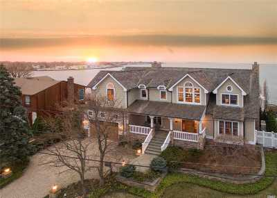 Massapequa Park Single Family Home For Sale: 220 Harbor Ln