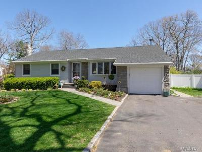Hauppauge Single Family Home For Sale: 7 Kenny St