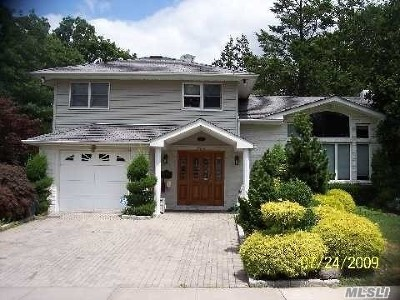 Westbury Single Family Home For Sale: 930 Gloucester Ct