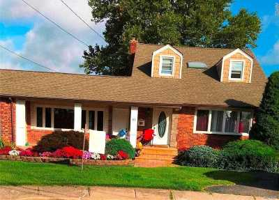 Hicksville Single Family Home For Sale: 10 Victor Ct