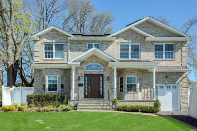 Syosset Single Family Home For Sale: 5 Carol Ln