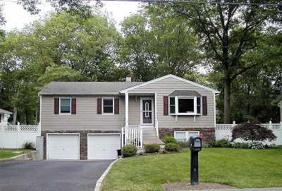 Smithtown Single Family Home For Sale: 17 Sheppard Ln