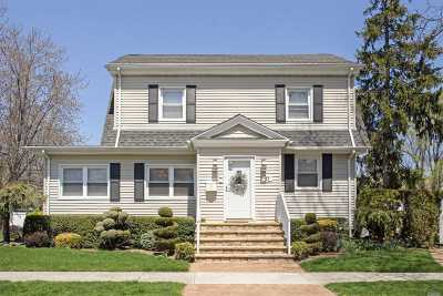 Lynbrook Single Family Home For Sale: 23 Buckingham Pl