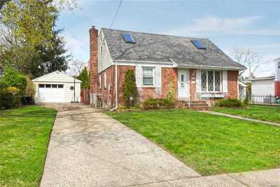 East Meadow Single Family Home For Sale: 2423 Rugby St
