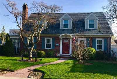 Oceanside Single Family Home For Sale: 54 Howard Pl