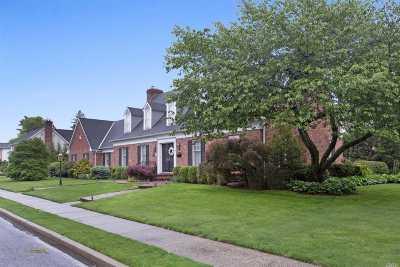 Garden City Single Family Home For Sale: 101 Brixton Rd