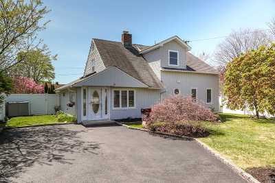 Levittown Single Family Home For Sale: 44 Constellation Rd