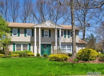 Hauppauge Single Family Home For Sale: 53 Canterbury Dr