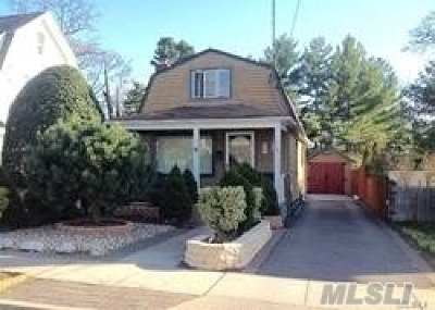 Hewlett Single Family Home For Sale: 3 Jackson Pl