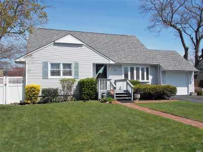 Islip Single Family Home For Sale: 9 Manhattan Blvd