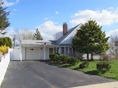 Levittown Single Family Home For Sale: 44 Elves Ln