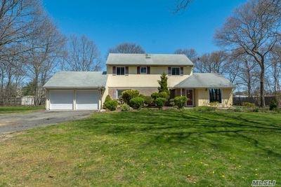 Holtsville Single Family Home For Sale: 1 Revlon Ct