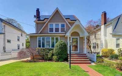 Malverne Single Family Home For Sale: 321 Rolling St